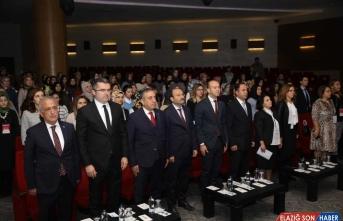 Sağlık Çalışanları Meslek Günleri Sempozyumu Erzurum'da başladı