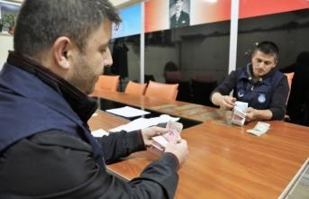 Sivas'ta dilencinin üzerinden çıkan para polisi şoke etti