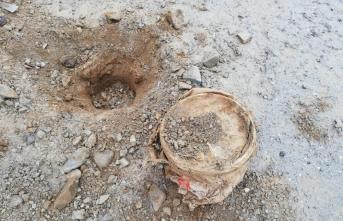 Bitlis'te PKK'lı teröristlerce köy yoluna döşenen 30 kilogram patlayıcı imha edildi