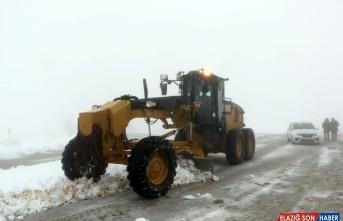 Elazığ'da kar nedeniyle 81 köye ulaşım sağlanamıyor