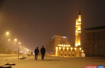Erzurum ve Ağrı kar yağışı nedeniyle beyaza büründü