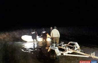 Keban Baraj Gölü sürüklenen teknedeki 3 balıkçı kurtarıldı