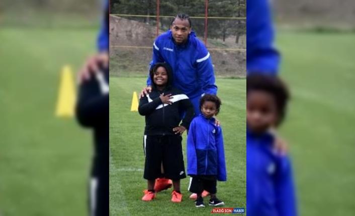 Yeni Malatyasporlu futbolcu Arturo Mina'nın oğlundan iyi haber