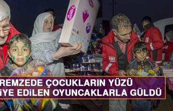 Depremzede Çocukların Yüzü Hediye Edilen Oyuncaklarla Güldü