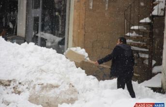 Doğu'da kardan kapanan 420 yerleşim birimine ulaşım sağlanamıyor