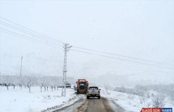 Elazığ'da kar nedeniyle 73 köy yolu ulaşıma kapandı
