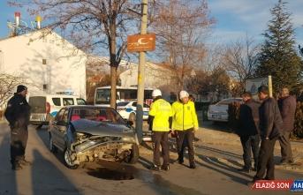 Erzincan'da iki otomobilin çarpıştığı kazada 4 kişi yaralandı