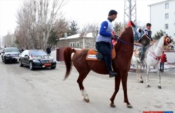 Erzurum'da cirit sporcularının karlı zeminde atlarıyla gösterileri ilgi çekti