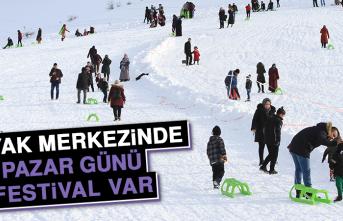 Kayak Merkezinde Pazar Günü Festival Var