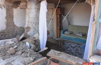 Malatya Valisi Baruş, Doğanyol'da depremzedeleri ziyaret etti