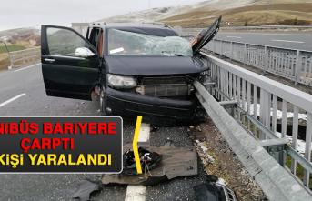 Minibüs Bariyere Çarptı: 3 Kişi Yaralandı