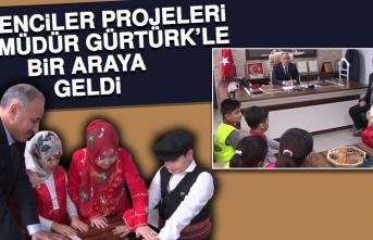 Öğrenciler Projeleri İçin Müdür Gürtürk'le Bir Araya Geldi