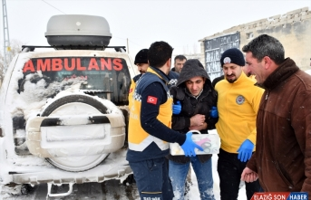 Yolu kardan kapanan köydeki hasta, ekiplerin 2 saatlik çalışmasıyla kurtarıldı
