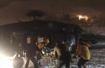 Bahçesaray'da kalp krizi geçiren polis helikopterle hastaneye ulaştırıldı