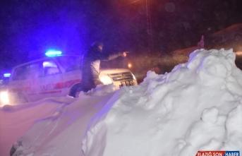 Kars ve Erzincan'da mahsur kalan hastalar için ekipler seferber oldu