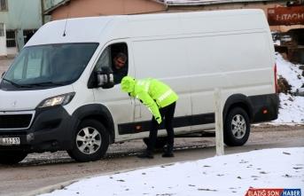 Sivas-Malatya kara yolu yoğun kar yağışı nedeniyle ulaşıma kapandı