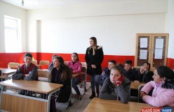 Başkale'de depremzede öğrenciler ders başı yaptı