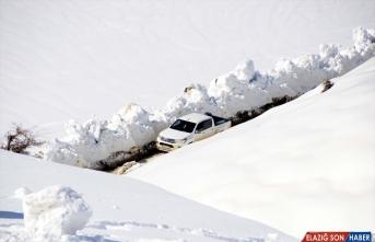 Bitlis'te 3 bin 200 rakımda 5 metre karla mücadele