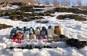 Bitlis'te PKK'lı teröristlere ait malzemeler ele geçirildi