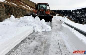 Çığ tehlikesi nedeniyle kapalı olan Ardahan-Ardanuç yolu ulaşıma açılıyor
