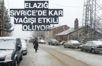 Elazığ Sivrice'de Kar Yağışı Etkili Oluyor