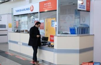 Erzurum Havalimanı'nda iç hat yolcularının seyahat izin belgesi için başvuruları başladı