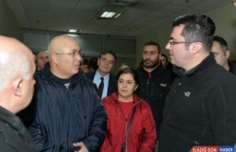 Erzurum Valisi Memiş, Ağrı'daki roketli saldırıda yaralananları ziyaret etti: