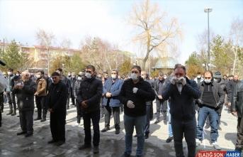 Erzurumlu piyade er Duruk'un cenaze töreninde maskeli koronavirüs önlemi