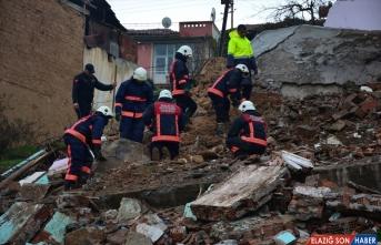 GÜNCELLEME - Malatya'da iki katlı metruk bina yıkıldı