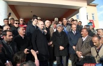 İçişleri Bakanı Süleyman Soylu, deprem bölgesinde incelemelerde bulundu: