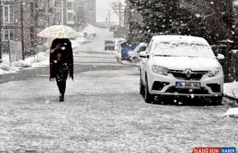 Sarıkamış kar yağışıyla beyaza büründü