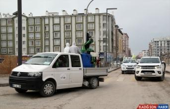 Van'da cadde ve sokaklar 17 araçla dezenfekte edildi