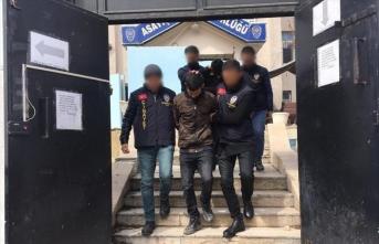 Van'da cep telefonu ve para gasbeden iki şüpheli tutuklandı