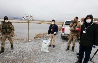 Van'da karantinaya alınan mahallelilere yardım dağıtıldı