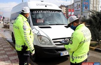 Van'da koronavirüs tedbirlerine uymayan 30 sürücüye ceza kesildi