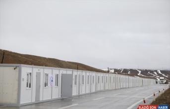 Van'daki depremzedeler için konteyner kurulumuna başlandı