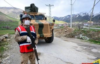 Bitlis'te karantinaya alınan yerleşim yerlerinde güvenlik önlemleri sürüyor