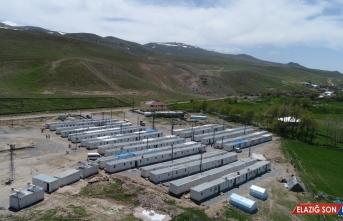 Başkale'de depremzedeler için 1389 konteyner kuruldu