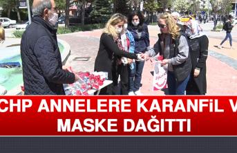 CHP, Annelere Karanfil ve Maske Dağıttı