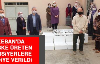 Keban'da Maske Üreten Kursiyerlere Hediye Verildi