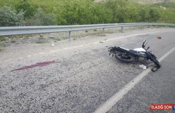 Malatya'da motosiklet bariyere çarptı: 2 yaralı