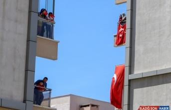 Van'da evden çıkamayan vatandaşlar için 19 Mayıs gösterisi düzenlendi