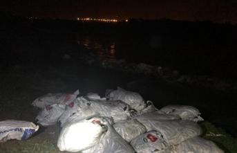 Van'da kaçak avlanılan 2 ton inci kefali suya geri bırakıldı