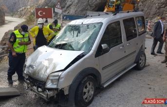 Erzincan'da 5 kişinin öldüğü kazada suya gömülen kamyonet Karasu Nehri'nden çıkarıldı