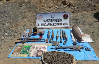Hakkari'de PKK'lı teröristlere ait silah, patlayıcı ve mühimmat ele geçirildi