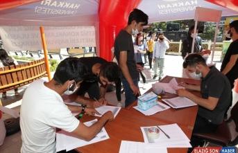 Hakkari'de YKS'ye girecek öğrencilere ulaşım ve konaklama desteği