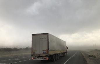 Iğdır-Nahçıvan kara yolunda kum fırtınası etkili oldu