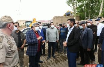 Van Valisi Bilmez depremden etkilenen mahalleleri ziyaret etti