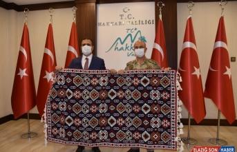 Emekli Tümgeneral İlbaş'tan Vali Akbıyık'a veda ziyareti