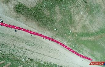 Gençler, 15 Temmuz şehitlerini Palandöken Dağı'nda